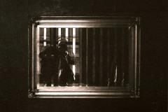 trappola-cornice-in-oro-specchio-e-legno-cm-174x142-1976
